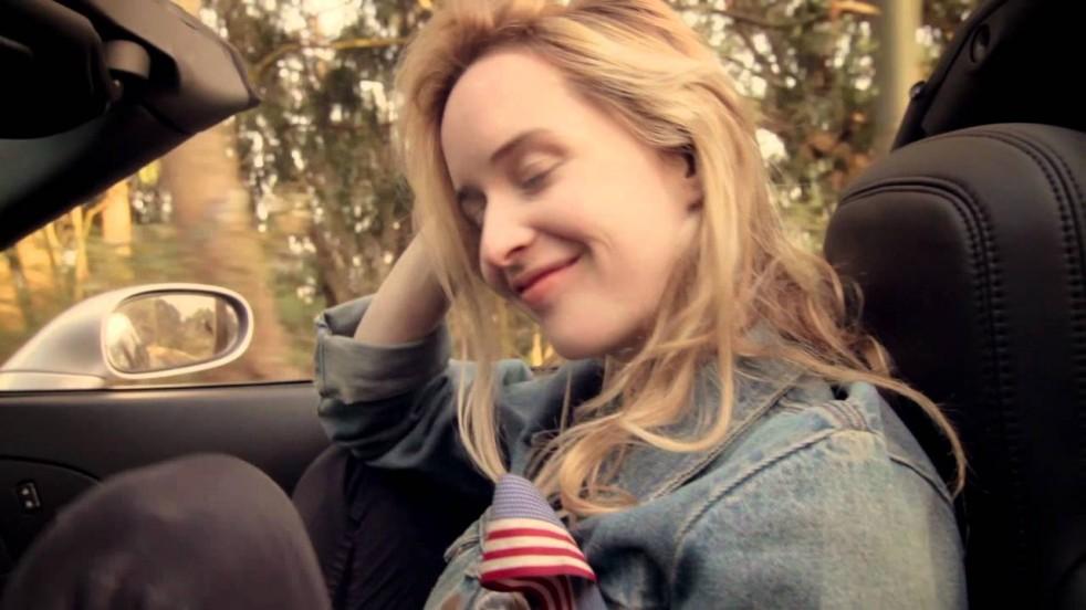 Video: Girls – Honey Bunny